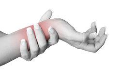 Eine Schleimbeutelentzündung im Handgelenk ist schmerzhaft.