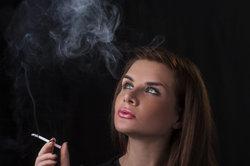 Selbst unterschiedlichsten Zigarettenrauch können Sie mit Photoshop nachstellen.
