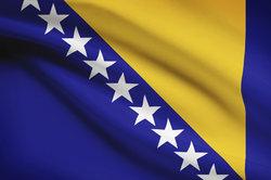 Die Flagge von Bosnien und Herzegowina ist eine Flagge, die man eher selten sieht.