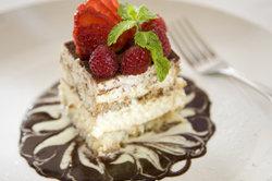 Erdbeer-Tiramisu-Torte ist lecker.