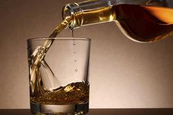 Ethanol als klassischer Vertreter der Alkohole ist auch ein Alkanol.
