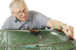 Modelleisenbahnen können in jedem Alter interessant sein.