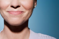 Bei Ohrläppchen mit Ohrlöchern entstehen sehr schnell Entzündungen.