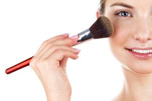 Mit Tricks das Make-up mattieren
