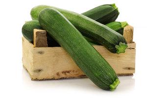 Reiche Zucchini-Ernte