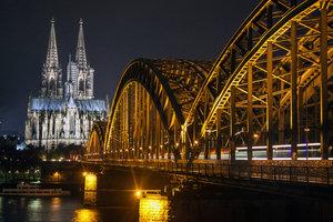 Schöne Fotomöglichkeit: Ein Ausblick auf den Rhein und den Kölner Dom