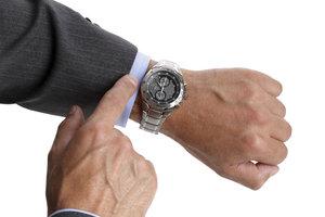 Eine edle Armbanduhr ist eine Zierde.
