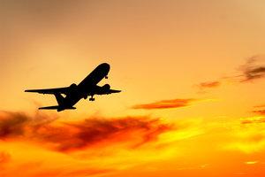 Der Himmel ist voller Flugzeuge - kein Wunder, bei so vielen Routen.
