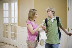 Einkommensschwache Eltern können zusätzliches Kindergeld beantragen.