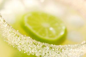 Ein Zuckerrand am Glas stellt eine hübsche Dekoration dar.