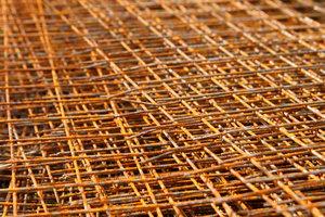 Bei der Bodenplatte Ihres Hauses haben Sie die Wahl zwischen Stahlmatten oder Faserbeton.