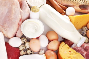 In Milchprodukten, Eigelb, Fleisch und Fisch ist Cholesterin enthalten.