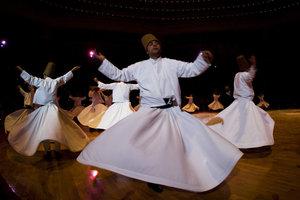 Der Halay ist ein traditioneller Tanz und wird in einer Gruppe getanzt.