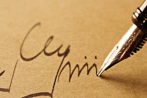 Signierte Bücher sind bei Lesern beliebt.