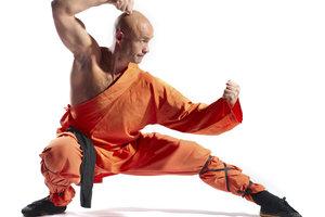 Ein Shaolin überwindet physikalische Hindernisse durch die Kraft seiner Gedanken.