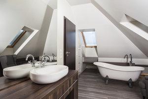 Eine Badewanne unter dem Dach kann durchaus gemütlich sein.