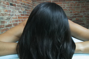 Schwarze Haare wirken schnell künstlich.