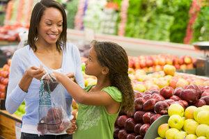 Obst verfügt im Supermarkt häufig über PLU-Codes.