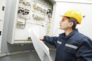 Am Sonntag kann der Elektriker-Notdienst ziemlich teuer werden.