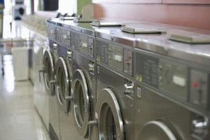 Waschmaschinen brauchen Reinigung an mehreren Stellen.