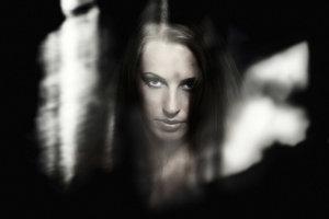 """Eine mysteriöse Frau spielt in """"Die neun Pforten"""" eine große Rolle."""