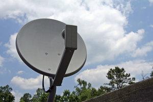 Der Receiver muss mit einer Satellitenschüssel verbunden werden.