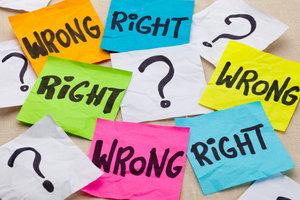 Moralisten entscheiden gerne über Recht und Unrecht.