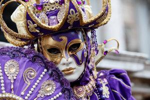 Der Reiz von Karneval: Mit Masken und Kostümen schlüpfen Sie in eine andere Rolle