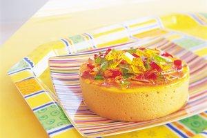 Die Pudding-Keks-Torte ist ideal für Kindergeburtstage.