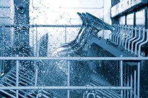 Schritt für Schritt wird Ihr Geschirr wieder sauber.