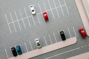 """Auf dem Parkplatz gilt nicht immer """"rechts vor links""""."""