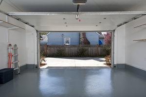 Der Garagenboden sollte nicht zu lange vernachlässigt werden.
