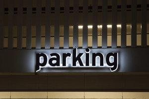 Parklösung Duplexgarage - hier parken zwei Autos auf der halben Fläche.