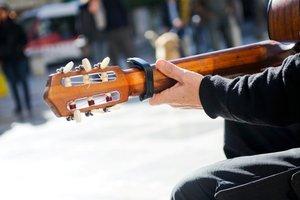 Dank Kapodaster lassen sich Lieder leicht in unterschiedlichen Stimmlagen spielen.
