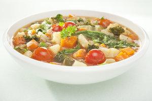 Suppengemüse lässt sich gut einfrieren.