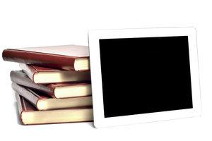E-Book oder Bücher? - Recyceln Sie Ihren Lieblingsroman zu einer praktischen Hülle.