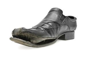 Eindeutig ein Fall für die Tonne! Aber in welchen Müll kommen alte Schuhe?