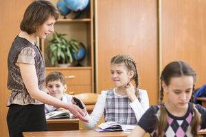 Mit gemeinsam vereinbarten Regeln und Konsequenzen verbessern Sie die Lernatmosphäre.