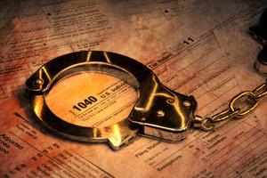 Wer die Pfändung von Steuerschulden behindert, kann durch Gerichtsbeschluss ins Gefängnis kommen.