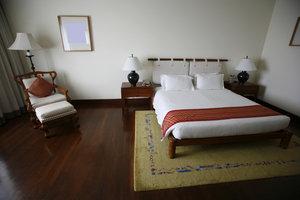 Ein Teppich kann das Rutschen auf dem Laminat verhindern.