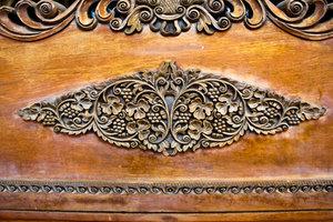 Klarlack verleiht Möbel Glanz und Schutz