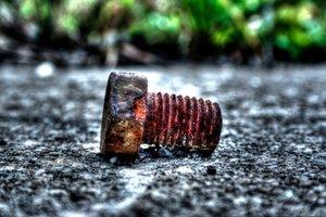 Alte oder abgenutzte Schrauben stören beim Arbeiten.