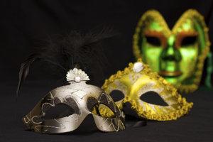 Hinter Masken kann man sich verstecken - darum geht es in von der Grüns Text.