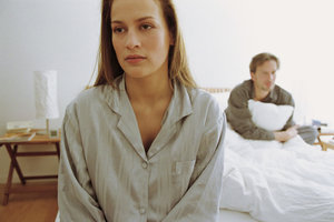 Manche Frauen und auch Männer schweigen bei Streits lieber.