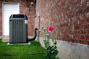 Sie können Klimaanlagen im Außen- und im Innenbereich installieren.