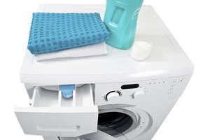 Die Waschmittelschublade Ihrer Waschmaschine enthält Fächer für Wasch- und Pflegemittel.