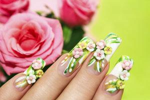 Mit FIMO-Stangen verzieren Sie Ihre Nägel ganz nach Ihrem Geschmack.