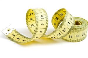 Mit einem Maßband messen Sie die richtige Cap-Größe.