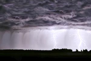 Jeder Blitz verursacht das dazugehörige Donnern.