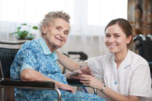 Alte Menschen ohne Rentenansprüche können Sozialhilfe erhalten.